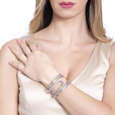 Rigid band bracelet with asymmetrical surfaces and Swarovski