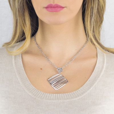 Long rhodium-plated necklace with pendant decorated by Swarovski