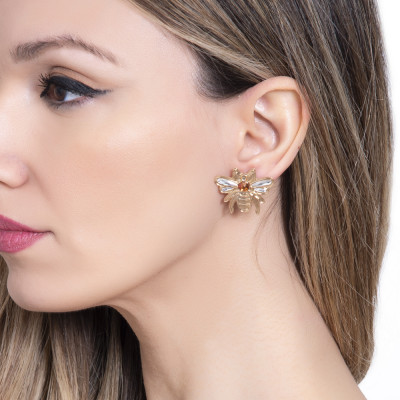 Lobe earrings with bee