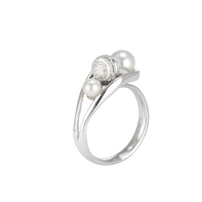 Ring contrariè with Swarovski pearls and diamond ball