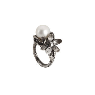 Ring in burnished silver with natural pearl and water lily