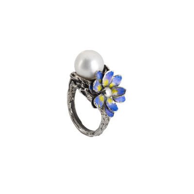 Ring in burnished silver with natural pearl and water lily painted in the shades of lilac