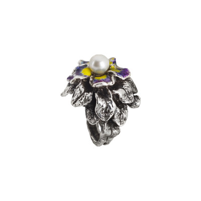 Ring in burnished silver with painted water lilies and natural central pearl