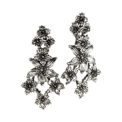 Burnished silver earrings with lilium flowers decoration