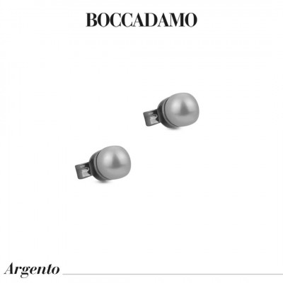 Stud earrings with small Swarovski pearls