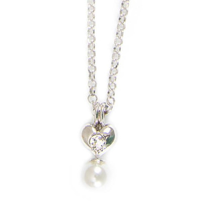Necklace in silver with heart and white pearls