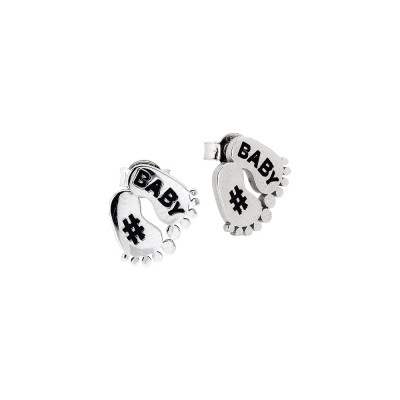 Stud earrings with feet