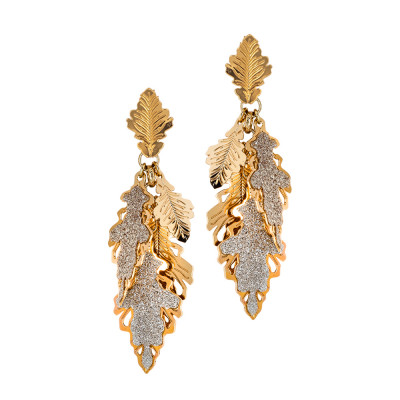 Rose gold plated earrings with a tuft of smooth and glittery oak leaves
